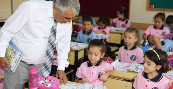 495 öğretmen ve 12 bin 769 öğrenci için ilk ders zili çaldı