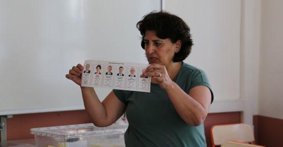 AK Parti ve MHP başvurdu, geçersiz oylar yeniden sayıldı