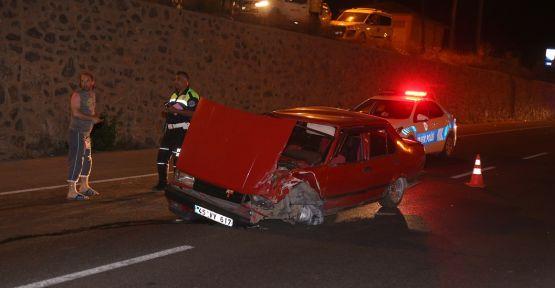Ambulansa yetişmeye çalışan otomobile çarpıp kaçtı