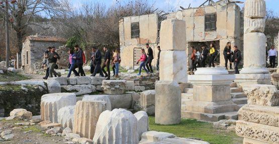 Arkeolog adayları Stratonikeia Antik Kenti'ni gezdi
