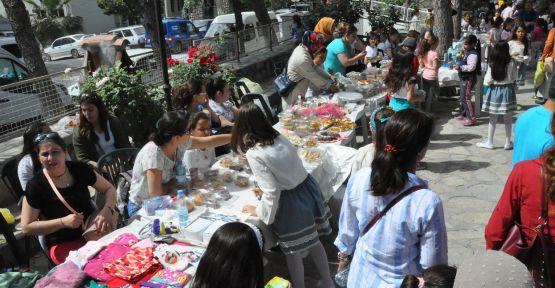 Atatürk İlkokulu'nun ihtiyaçları kermesle karşılandı