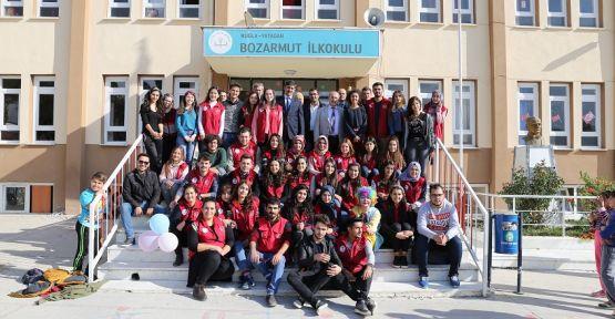 """Bozarmutlu öğrenciler 'Gönüllülerle"""" eğlendi"""