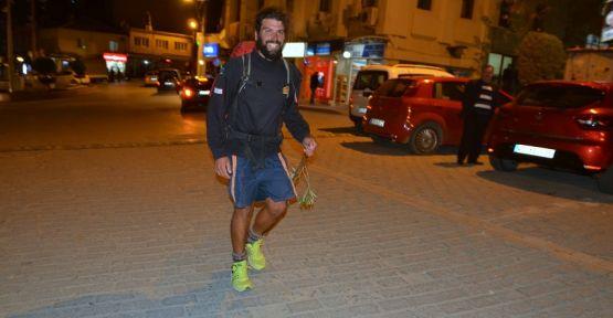 Dünya barışı için 8 bin kilometre yürüdü