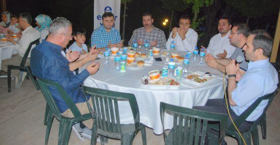 Ensar Vakfı iftar yemeği düzenlendi