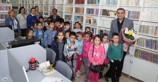 Genç yaşta kütüphane sevgisini aşılıyorlar
