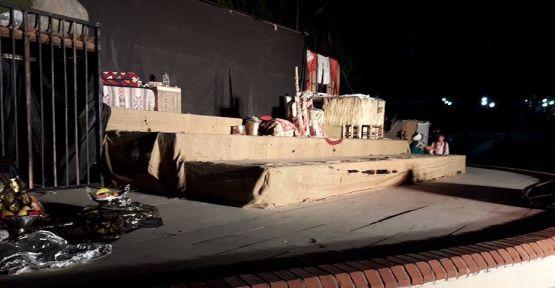 """'İnce Memed"""" tiyatrosu açık havada sahnelendi"""