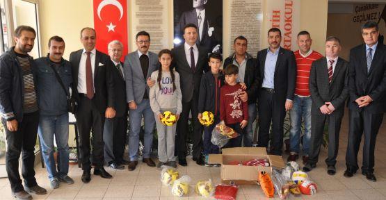 Kız Futsal Takımı'na Gençlik Hizmetleri ve Spor İl Müdürlüğü desteği