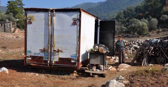 Köylülerin yardımını kabul etmeyen dede, devletin desteğini bekliyor