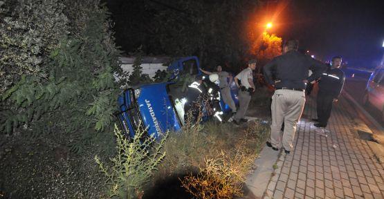 Minibüs jandarma aracına çarptı: 1 ölü, 3 asker yaralı