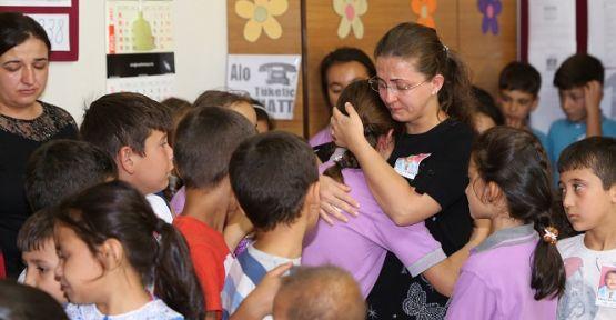 Öğrencileri, Hüseyin öğretmeni çiçeklerle uğurladı