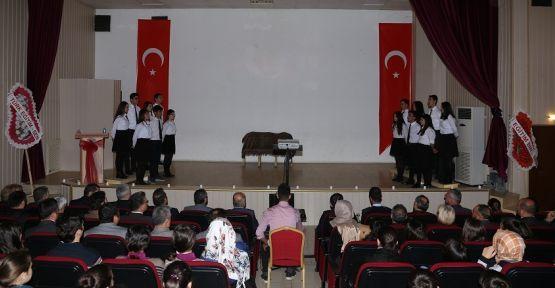 Salonda İstiklal Marşı'nın dizeleri yankılandı