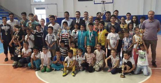 Satranççıların ödülleri verildi
