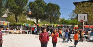 Ortaokulun bahçesi karnaval alanına döndü