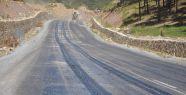 Sıcak hava asfaltın erimesine neden oldu