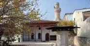 Tarihi caminin minare külahını çalmak...