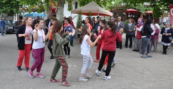 Türkiye finalistleri davul-zurnayla karşılandı