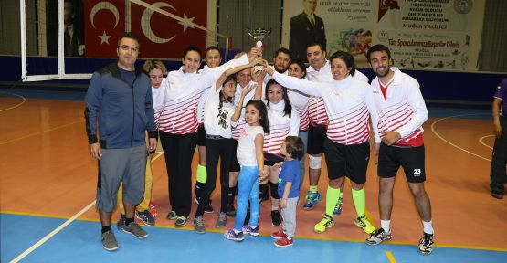 Voleybol turnuvasının şampiyonu: Koray Özcan Sigorta