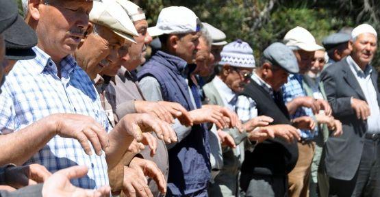 Yatağanlı çiftçiler, yağmur duası etti