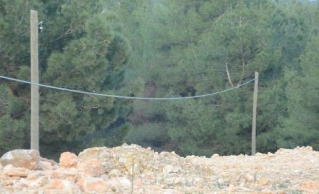 1 metredeki kablolar hırsızlara davetiye çıkarıyor