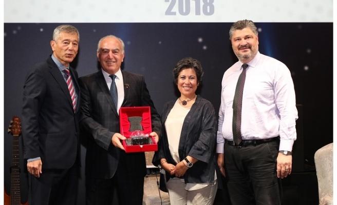 Yılın değer katan eczacısı ödülü Yatağan'a geldi