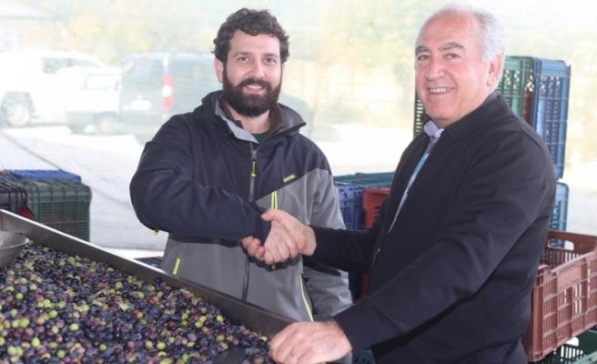 Kaliteli zeytinyağı elde etmek için 500 kilometre yol geldi