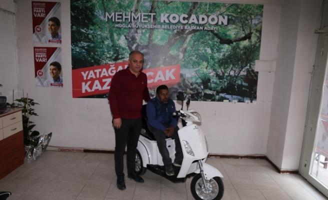 Kocadon'dan engelli vatandaşa elektrikli motosiklet