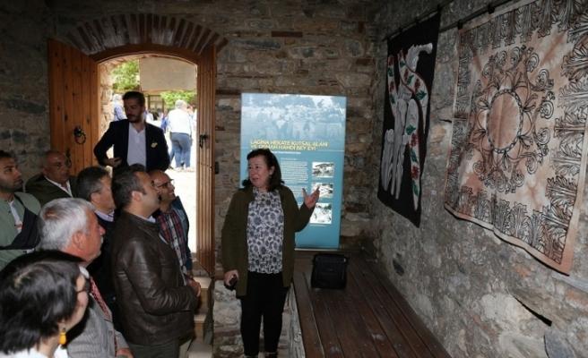"""700 yıllık hamamda """"Elibelinde"""" Tekstil Sanatları sergisi"""