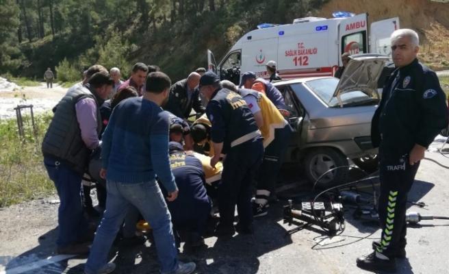 Kavaklıdere'de minibüsle otomobil çarpıştı: 2 yaralı