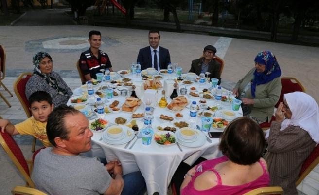 Kaymakamlıktan şehit aileleri ve gaziler için iftar