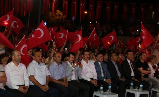 """""""Türk milleti, kalbine Rabbinin yerleştirdiği o cesaretle darbecilere 'dur' dedi"""""""