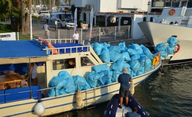 Çevrecinin, koylardan topladığı çöpleri çaldılar!