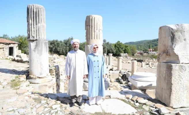 Diyanet İşleri Başkanı Erbaş, 3 bin 500 yıllık kentteki camide namaz kıldı
