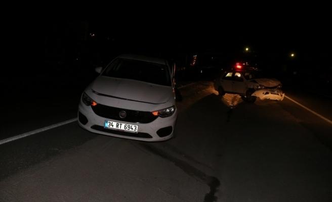 İki araç birbirine girdi: 1'i hamile, 7 yaralı