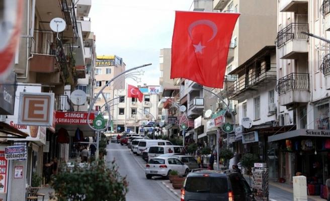 İdlib şehitleri için tüm şehri bayraklarla donattılar