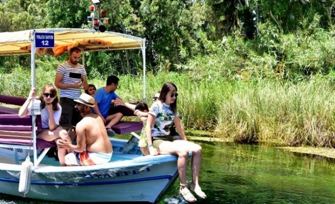 Doğal akvaryum 'Kadın Azmağı'nda tekne turu