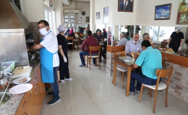 Restoran ve kafeler, uzun bir aradan sonra açıldı
