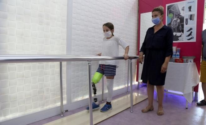 Bacağı kesilen 9 yaşındaki Aylin protez bacağa kavuştu