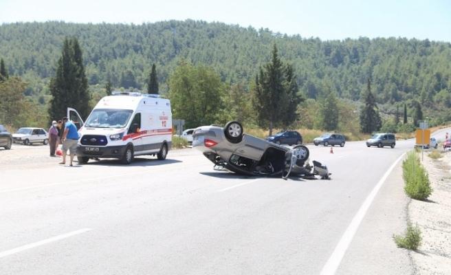 Freni patlayan tatilcinin otomobili takla attı: 5 yaralı