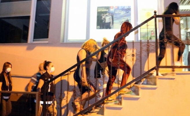 Muğla ve İzmir'de fuhuş operasyonu: 19 gözaltı