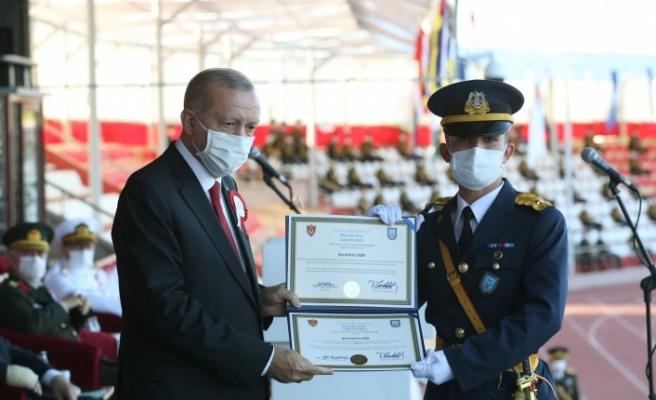 Muğlalı Teğmen, diplomasını cumhurbaşkanından aldı