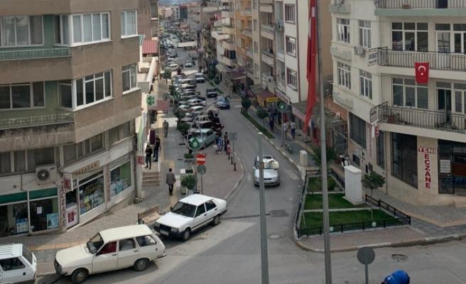 Cumhuriyet Caddesi'ndeki mağazalar eşlere ve personellere emanet