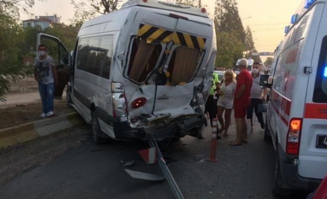 Yatağan'da kaza sezonu başladı! Otobüsle minibüs çarpıştı!
