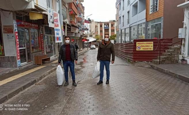 CHP'li gençler, sokak hayvanlarını unutmadı