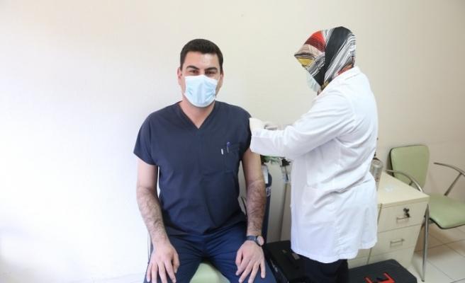 Çin'den getirilen aşılar, Yatağan'da uygulanmaya başlandı