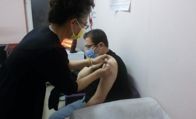 Kaymakam ve belediye başkanı Kovid-19 aşısı oldu