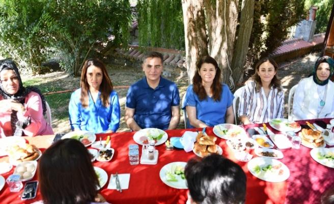 Başkan Toksöz, AK Parti kadın kollarıyla kahvaltıda bir araya geldi