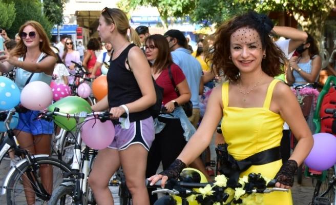 """""""Süslü Kadınlar Bisiklet Turu""""nun 9'uncusu yapıldı"""