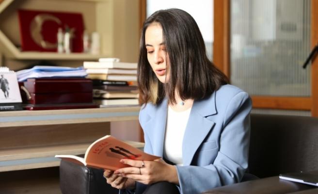 Yatağanlı Perihan 18 Yaşında İlk Şiir Kitabını Yazdı