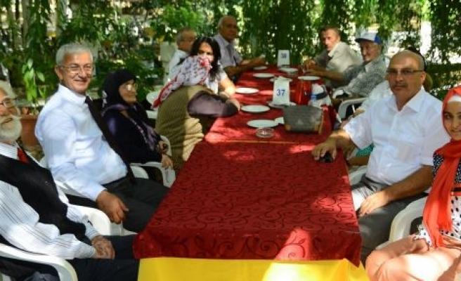 70'lik Çınar'lar Bin yaşındaki çınarın altında toplandı