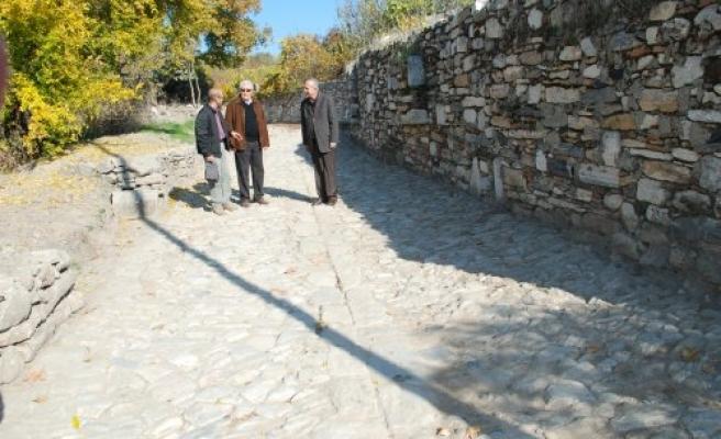 Antik Yollar : Antik ve osmanlı dönemlerine ait taş döşeme yollar gün yüzüne